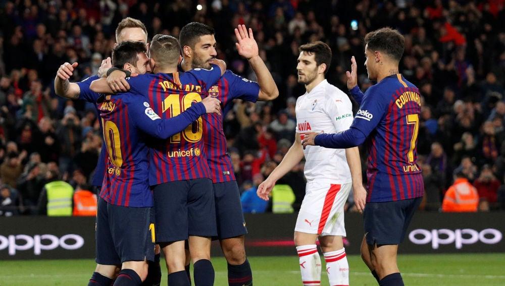 Los jugadores del Barcelona celebran uno de los goles contra el Eibar