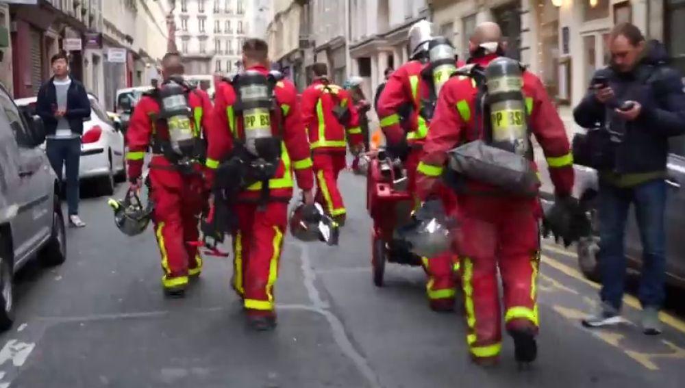 Hallan el cuerpo de una mujer entre los escombros tras la explosión en una panadería de París