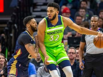 Karl-Anthony Towns postea a Anthony Davis