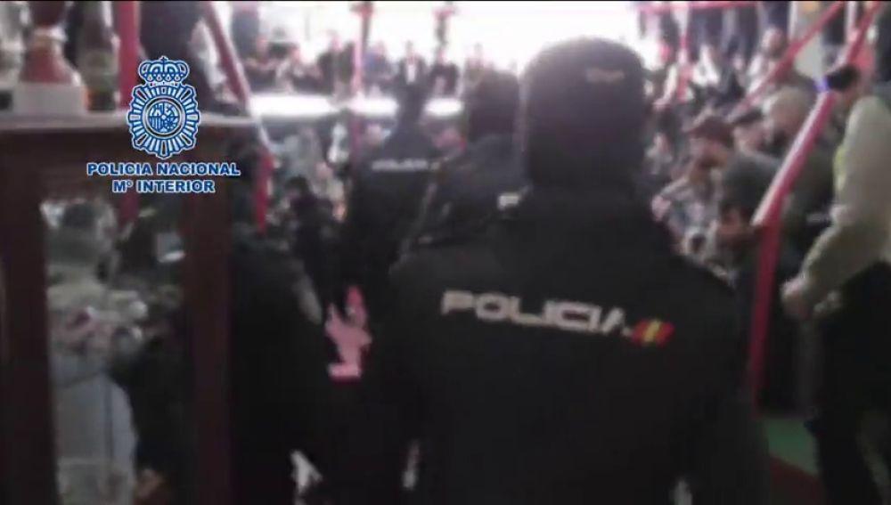 Detenidas 182 personas que participaban en un campeonato nacional de peleas de gallos