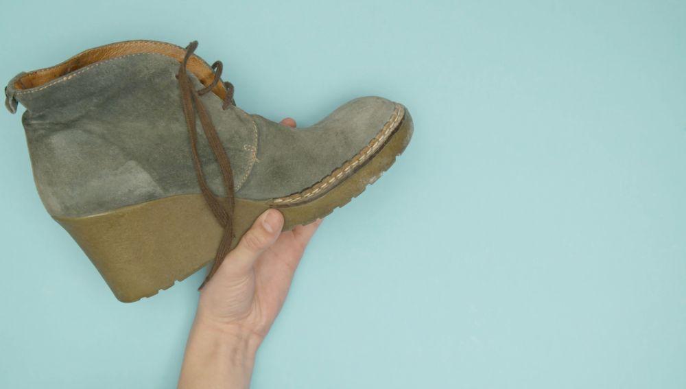 86b4d550572 Truco casero infalible para limpiar los zapatos de ante