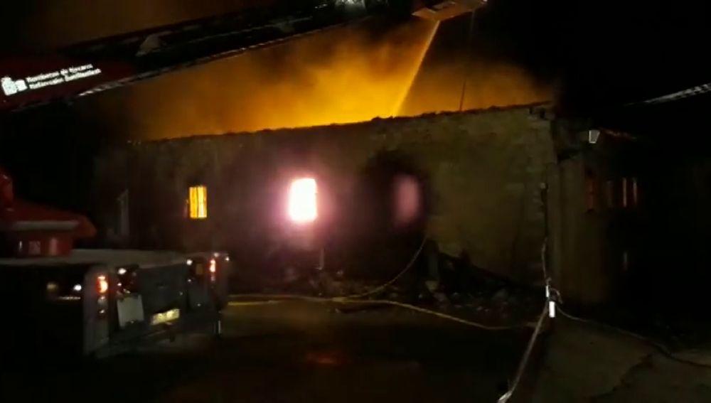 Se desconoce el paradero del inquilino de una vivienda de Navarra que ha sido calcinada por un incendio