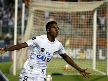 Rodrygo celebra un gol con Santos