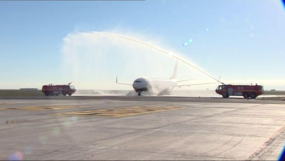 Llega el primer avión al Aeropuerto Internacional de la Región de Murcia