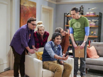 Leonard, Penny, Amy, Raj y Sheldon en 'The Big Bang Theory