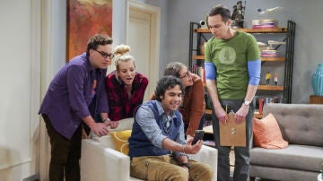 Leonard, Penny, Amy, Raj y Sheldon en 'The Big Bang Theory