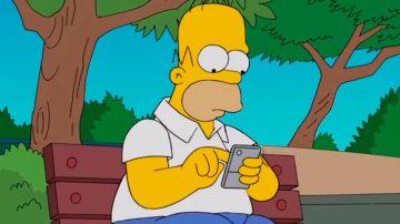 Homer Simpson con un móvil