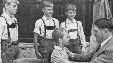 Hitler con niños