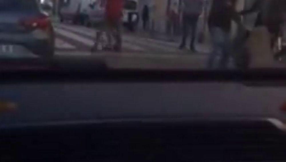 Pelea a plena luz del día en Figueres: hay tres jóvenes heridos