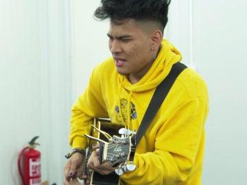 Lion, personalidad y buen rollo pegado a su guitarra en las 'Audiciones a ciegas' de 'La Voz'