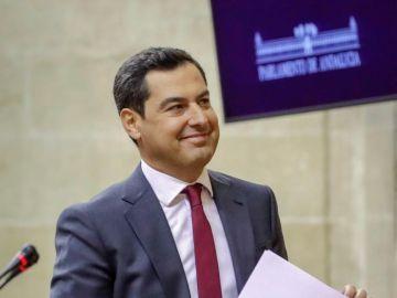 Juanma Moreno en el Parlamento de Andalucía