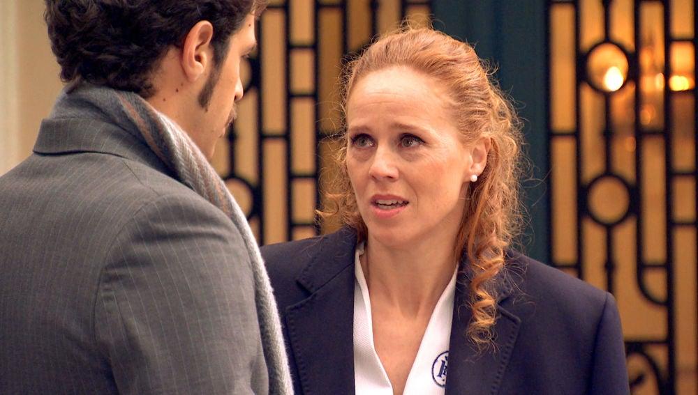 Natalia se despide de Carlos al creer haber sido descubierta