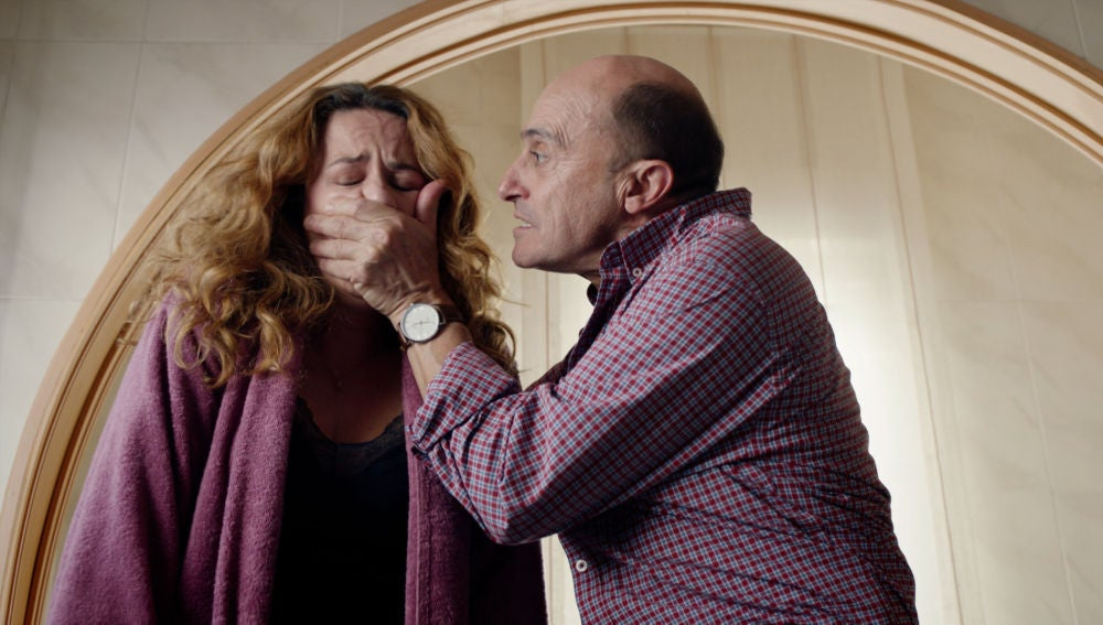 """Alfonso, a una nerviosa Almudena delante del cadáver de Francisco: """"Cállate, ¿estás loca?"""""""