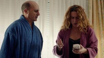 Almudena y Alfonso encuentran droga en la maleta de Francisco