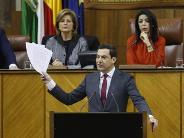 Juanma Moreno Bonilla en el Parlamento de Andalucía