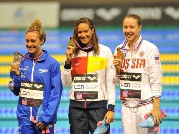 La nadadora española Duane da Rocha sonríe en el podio (archivo)