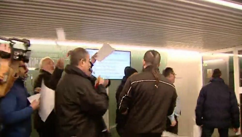 Los taxistas madrileños irán a huelga indefinida a partir del lunes 21 de enero