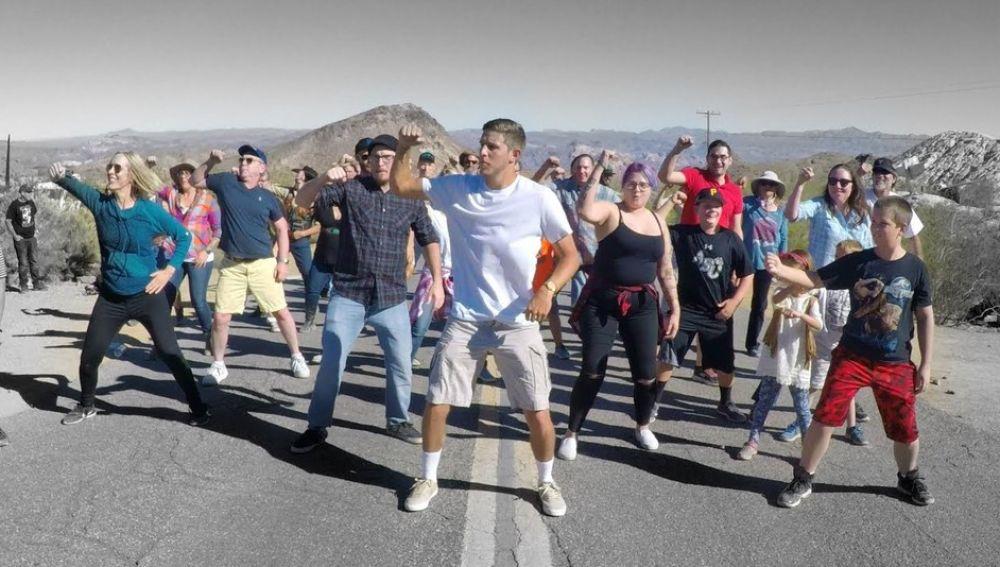 1000 people dance
