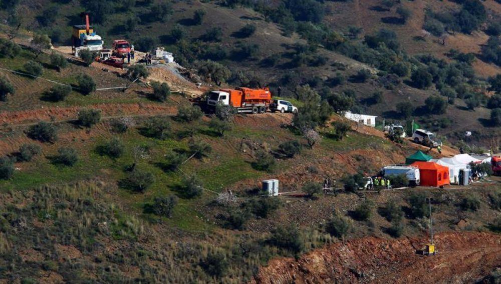 Vista de los operativos del rescate en Totalán (Málaga)