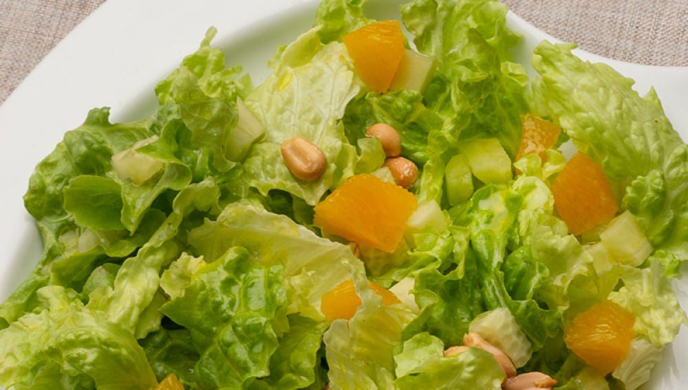 Ensalada de lechuga, pepino y naranja