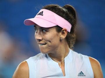 La tenista Garbiñe Muguruza sonríe en un partido