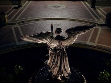 Un ángel con alas, la nueva visión que perturba a Michaela en 'Manifest'