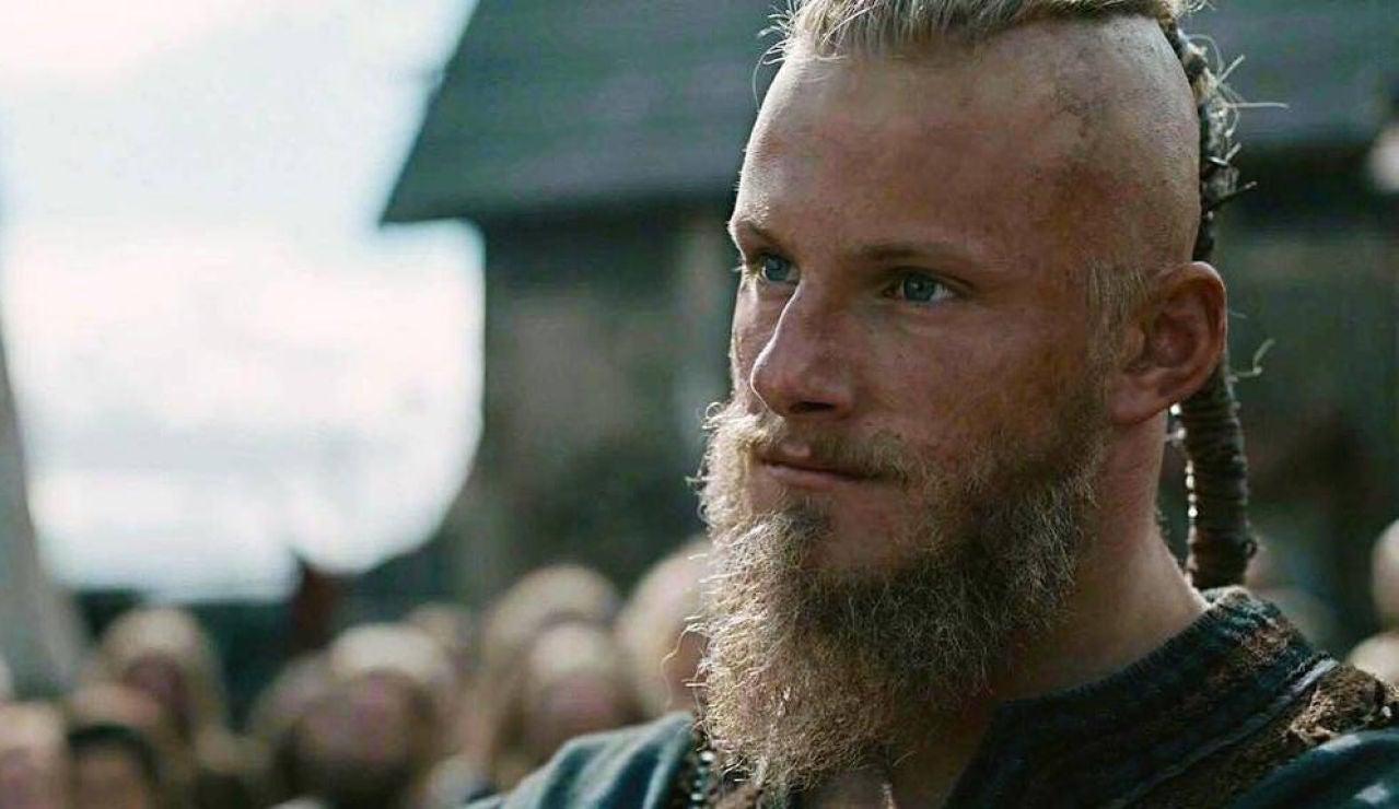 Alexander Ludwig como Piel de Hierro