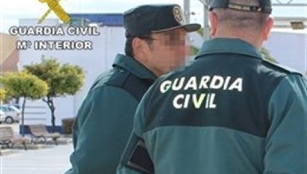 Varios agentes de la Guardia Civil