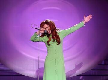 Actuación de Soraya Arnelas como Karina