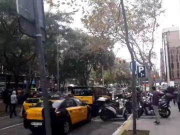 Los taxistas de Barcelona inician una huelga indefinida tras la decisión del Govern sobre los VTC