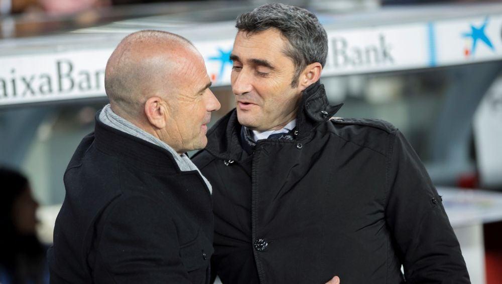 Valverde saluda a Paco López en el Camp Nou