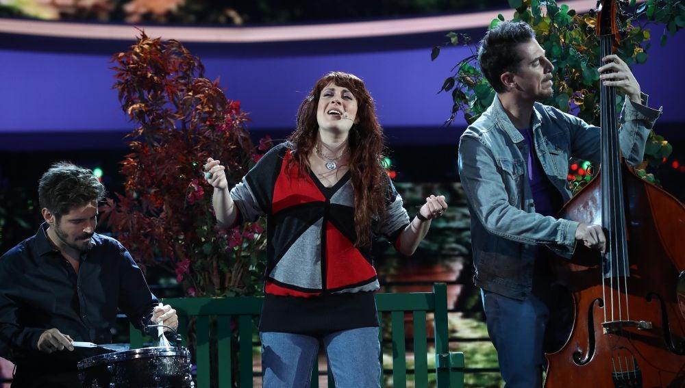 Actuación de María Villalón como Zaz