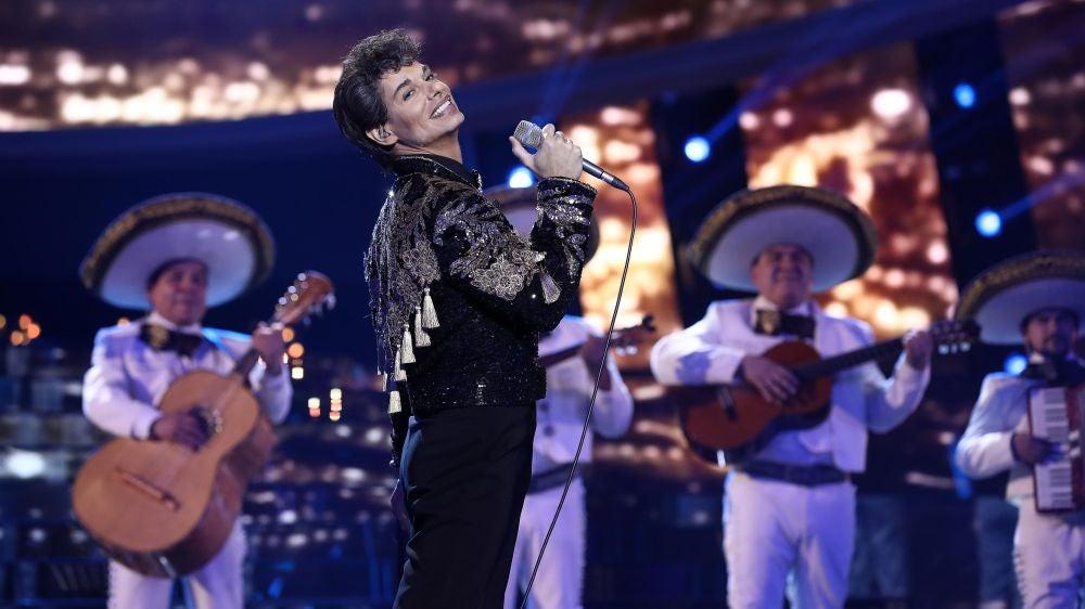 Actuación de Carlos Baute como Juan Gabriel