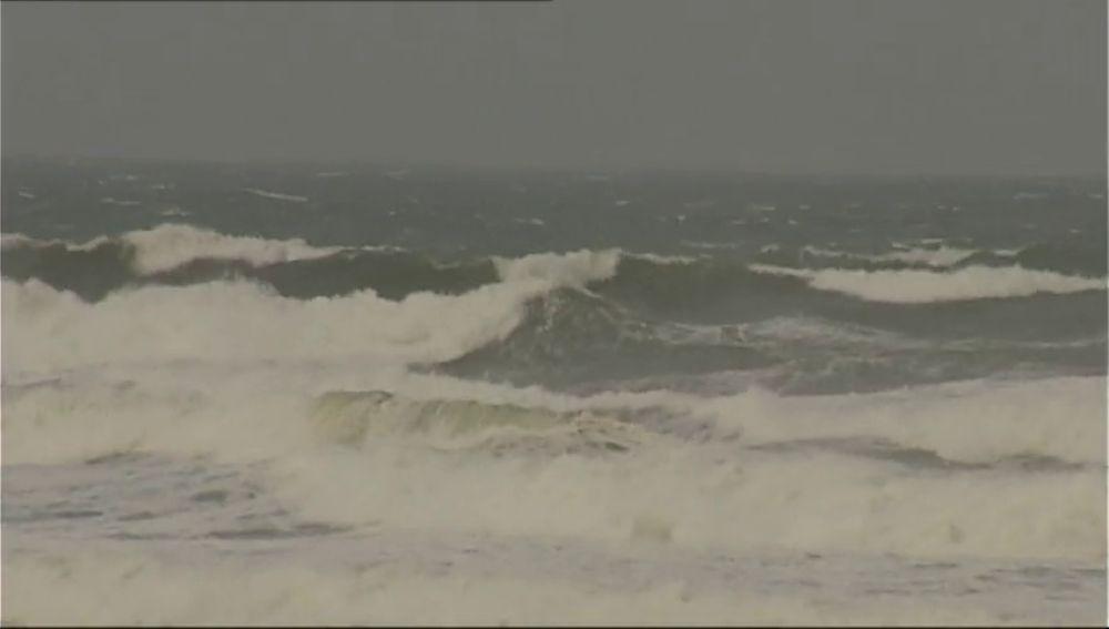 El temporal azota con fuerza en Asturias donde una carretera amenaza con derrumbarse en dos puntos
