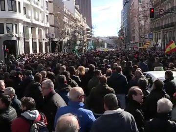 Taxistas y VTC reclaman soluciones y gobierno y partidos se echan la culpa del bloqueo