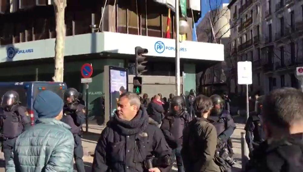 El Partido Popular dice que los taxistas no los dejan salir