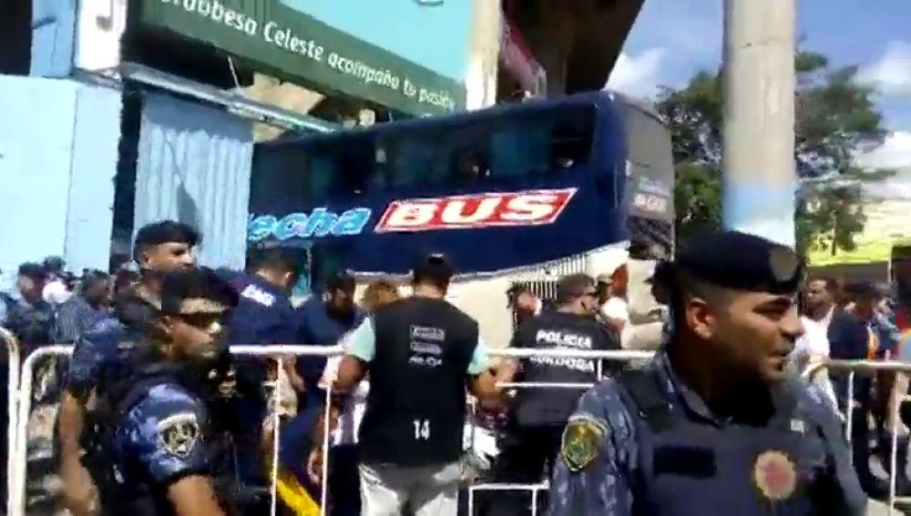 El autobús del Unión de Santa Fe se estrella contra el muro del estadio del Belgrano