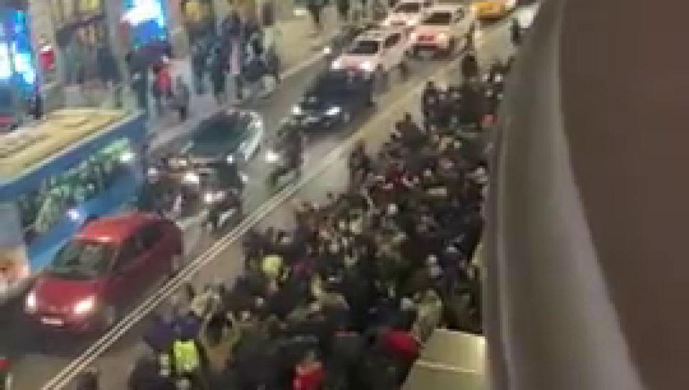 Los taxistas intentan cortar la Gran Vía de Madrid