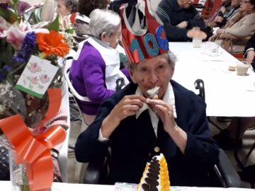Una mujer de 106 años dice ue su secreto para ser feliz y vivir muchos años es no haberse casado