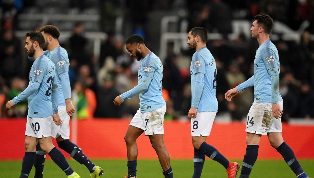 Los jugadores del Manchester City, cabizbajos