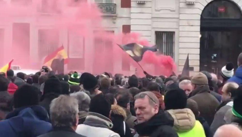Los taxistas en huelga piden solución a su conflicto recorriendo Madrid