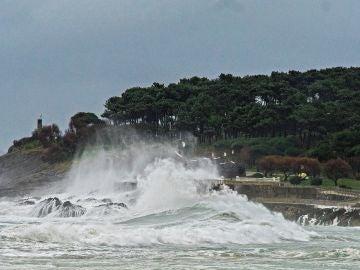 El oleaje en la Península de la Magdalena de Santander
