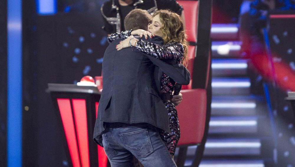 Vídeo: Paulina Rubio suma la voz de Ángel Cortés a su equipo
