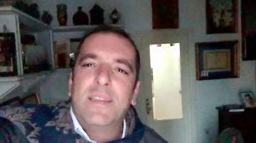 Javier Moya, el talent de 'La Voz' con familia de artistas, nos enseña dónde compone sus canciones