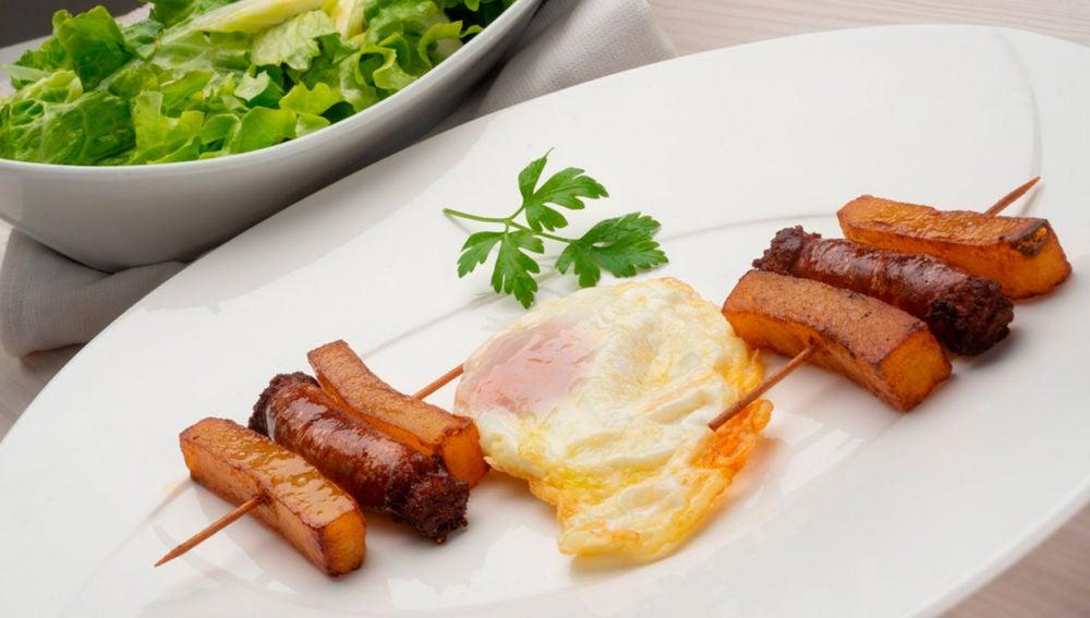 Karlos Arguiñano en tu cocina: Huevos fritos con patatas y chistorra y pastelitos de Belén (Programa 1698)