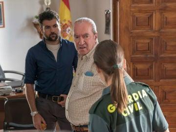 Jacobo le comunica al capitán Villanueva que quiere a María en su caso