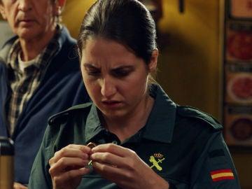 María, preocupada tras encontrar el anillo de su tío Francisco