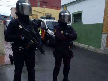 Más de 200 agentes participan en una operación antidroga y contra el blanqueo de capitales en el Campo de Gibraltar