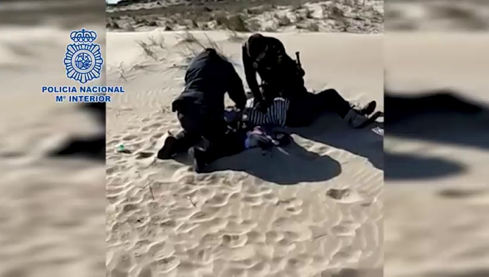 Dos agentes salvan la vida de una mujer en Sagunto que ingirió gran cantidad de pastillas y alcohol