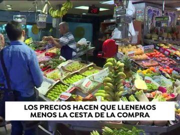 Los españoles gastamos más en la cesta de la compra pero la llenamos menos